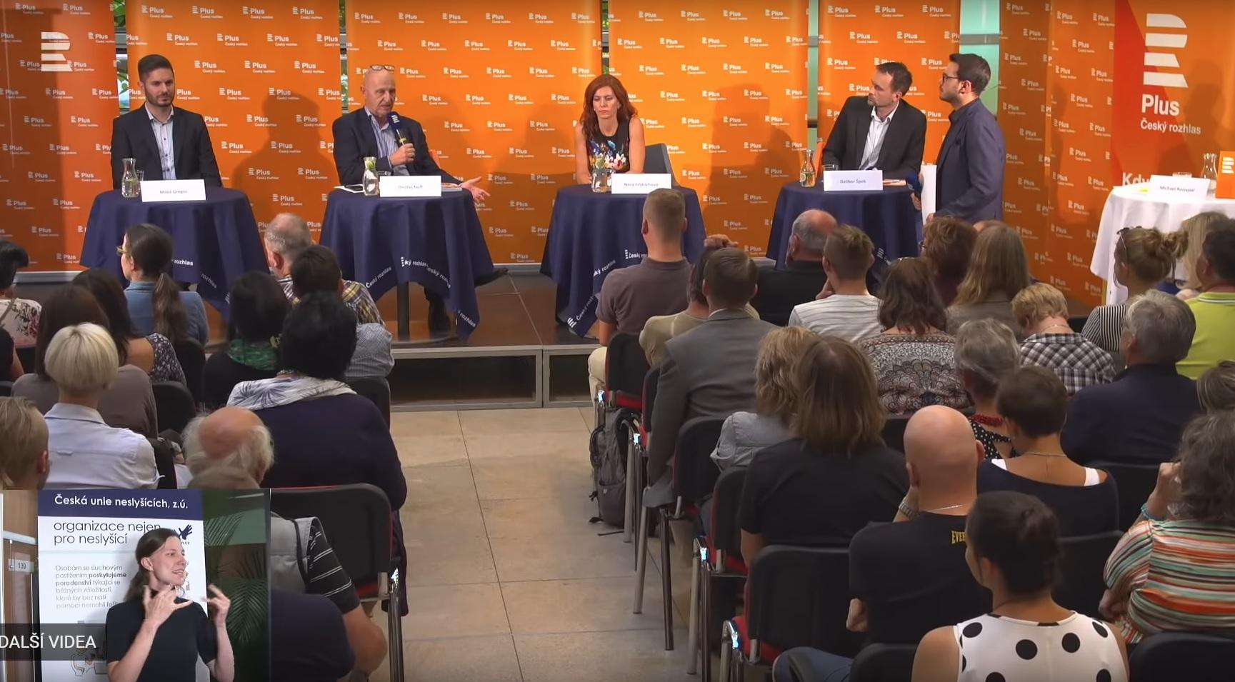 Hosty debaty byli (zleva): Miloš Gregor, Nora Fridrichová, Ondřej Neff a Dalibor Špok.